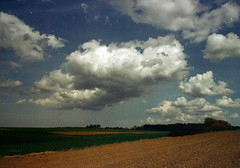 (.sxf) Tags: film clouds analog landscape scenery ae1 wolken canonae1 expired scape landschaft cloudscape expiredfilm 28mm28 ferraniasolaris200 wolkenlandschaft