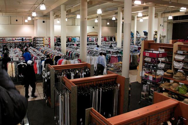 c43fccc72 Burlington Coat Factory, roupas boas e baratas em Nova York (compras ...