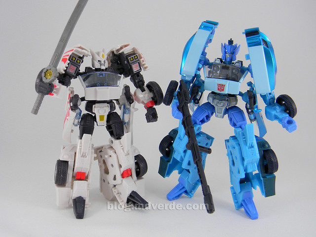 Transformers Blurr United Deluxe - modo robot vs Drift
