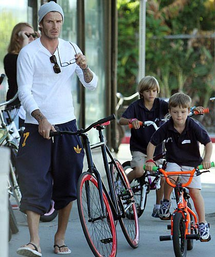 2010-09-12-david-beckham-fixed-gear-bike
