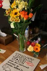 寄せ書きと花束