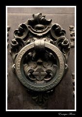 Barcelona (Enrique Flores 71) Tags: barcelona espaa spain iron bcn catalonia knocker catalunya catalua barrigotic hierro espanya aldaba picaporte aldabas aldabones mygearandme