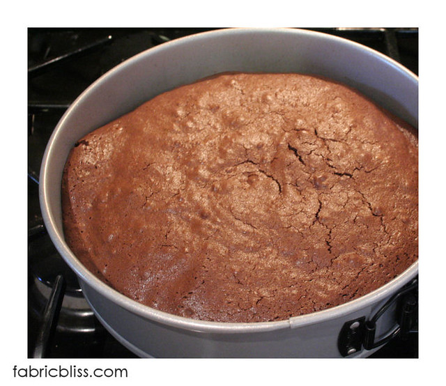 flourless chocolate cake - cool