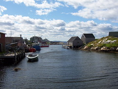 Nova Scotia - Peggy's Cove (JeanLemieux91) Tags: blue summer sky nova clouds rocks cove august des atlantic bleu ciel scotia peggys t nuages maritimes rochers 2007 aot provinces nouvellecosse altantique