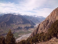 Stunning view of Ayun from a nearby mountain, Chitral, Pakistan ( arshadthetrekker) Tags: camping pakistan mountains nature beauty trekking landscape photography hiking ali climbing upper backpacking solo rivers kodakeasyshare hindu dir bala arshad valleys kalash kush ayun danin chitral wari rumbur birir tirichmir flickraward m550 bamborate balach drosh daskor arshadthetrekker