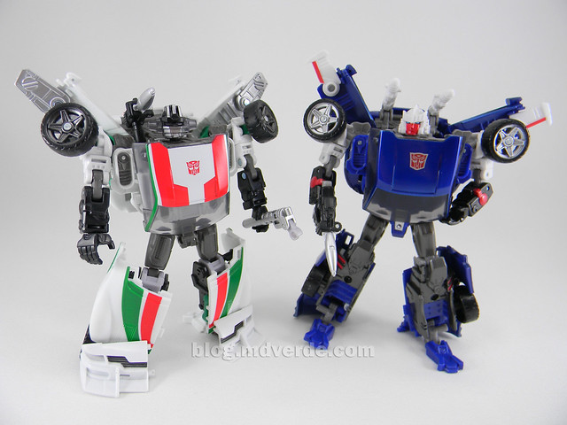Transformers Wheeljack Generations Deluxe - modo robot vs Tracks