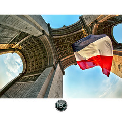 Arc de Triomphe place de l'Etoile - Paris (_PEC_) Tags: 2 fish paris france eye photoshop canon de rouge grande photo high triangle pix photographie place dynamic image mark tripod champs arc triomphe letoile picture engine pic fisheye tokina bleu ii bonaparte 5d dor range elysees blanc hdr luxe parisian francais drapeau arme victoire napolon tricolore mark2 pec arme 75008 2011 traitement photoengine oloneo flickrstruereflection1 flickrstruereflection2