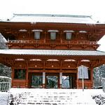 雪の高野山大門 thumbnail