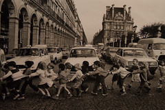 Robert Doisneau - Fear the Traffic (Mikael Colville-Andersen) Tags: paris vintage pedestrians robertdoisneau