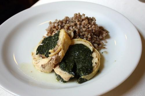 Kuřecí roláda s pohankovým rizotem
