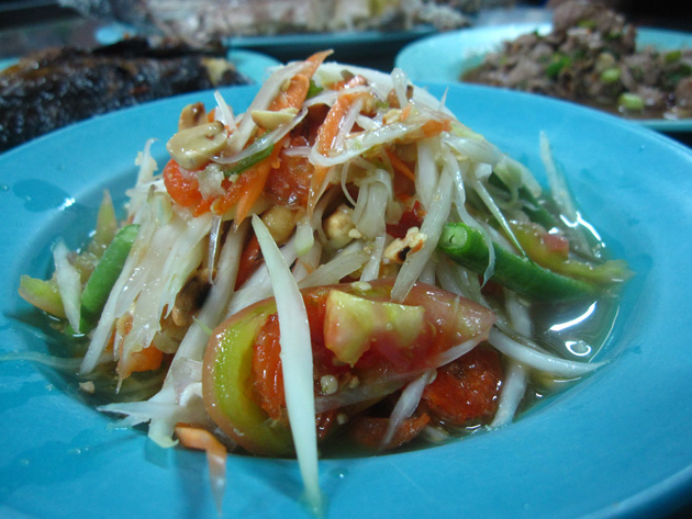 Green papaya salad (som tam, ส้มตำไทย)