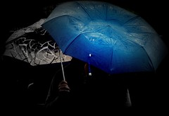 piove su ogni mia parola che non riesco a dire (Alex Britti) (lucia bianchi) Tags: blue two rain umbrella italia blu liguria pluie deux 1001nights pioggia due picnik parapluie ombrelli masoneilcomunepipiovosoditalia