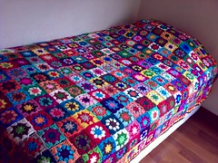 As promised... A better pic of the many colors granny squares blanket. (LauraLRF) Tags: flowers flores art lana wool colors vintage square bed handmade crochet colores yarn abuela cover blanket afghan mano hilo cama granny manta hecho edredon colcha frazada tejido ganchillo cuadrados