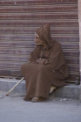 Man in djellabah agains shutter (Ren Mouton) Tags: street portrait urban man candid morocco maroc marrakech medina portret marokko stads morrocco straat marakkech djellaba djellabah  flickrchallengegroup flickrchallengewinner