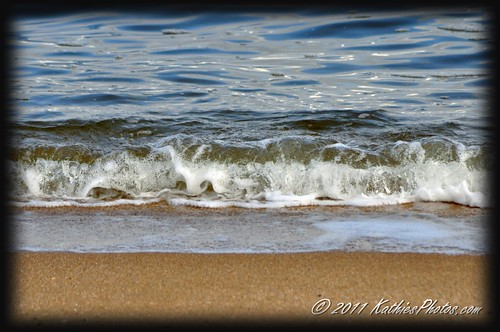 Rolling waves at Elwood Foreshore