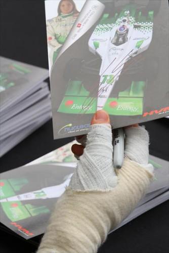 Simona De Silvestro signs an autograph