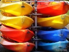 Colors / Colores / Colours (Jordi Bri) Tags: blue red orange france colors yellow azul boats rojo kayak colours frana olympus colores amarillo vermell blau savoie barcas naranja francia groc haute talloires taronja barques rhonealpes e510 altasaboia jordibrio altasaboya