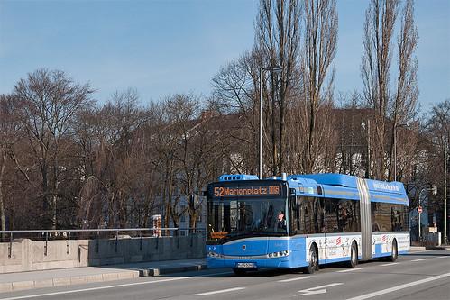 Solaris' Hybridbus 5340 fährt über die Corneliusbrücke