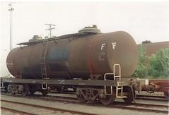 VTQF 300 U Tottenham 10/1995 (booksvic) Tags: tank railway vr wagons vline