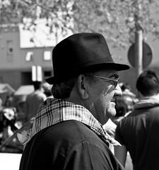 De festa (Raúl Grijalbo) Tags: street hat canon calle fiesta sombrero festa magdalena pañuelo castellón 450d grijalbo magdalena2011 magdalenero