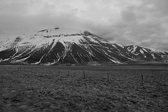Non c' limite che tenga (Andrea Angelucci) Tags: primavera montagne di monte montagna umbria appennino norcia castelluccio appennini sibillini vettore