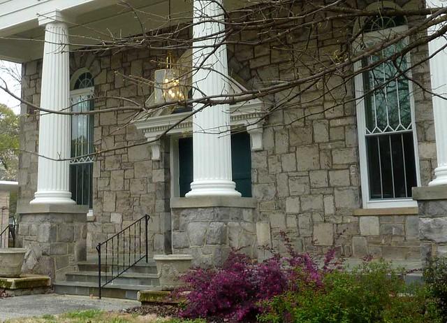 P1090145-2011-03-29-Ormewood-Park-Presbyterian-Church-Portico-detail-no-sign