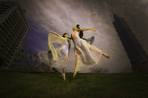 [フリー画像] 人物, 女性, アジア女性, 人と風景, 踊る・ダンス, 跳ぶ・ジャンプ, 201104041500
