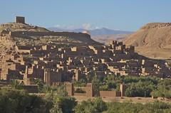 At Benhaddou (Ren Mouton) Tags: city holiday vakantie unesco morocco berber rood ouarzazate stad marokko architectuur ksar worldheritage kasbah droog rivier atbenhaddou werelderfgoed fortifiedcity leembouw rivierbedding soussmassadra   qassabah athbenhadu zuidmarokko