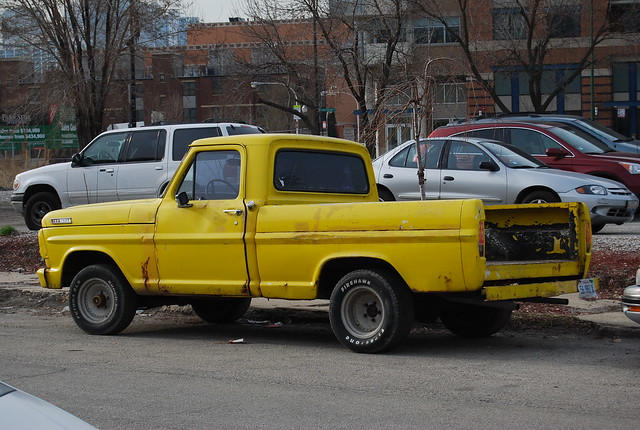 old chicago ford glass truck vintage town illinois bed rust gate tank antique no side tail north rusty pickup pickuptruck f150 il short tailgate northside 1970s oldtown rwd rearwheeldrive shortbedslabgastank bodycoloryellowtintedglass