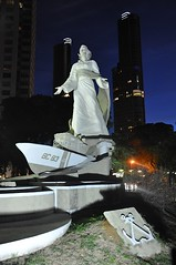 Monumento Guardacostas (Gabriel Sperandio) Tags: argentina statue vertical buenosaires nightshot noturna noite estatua nuit notte puertomadero esttua monumentoguardacostas