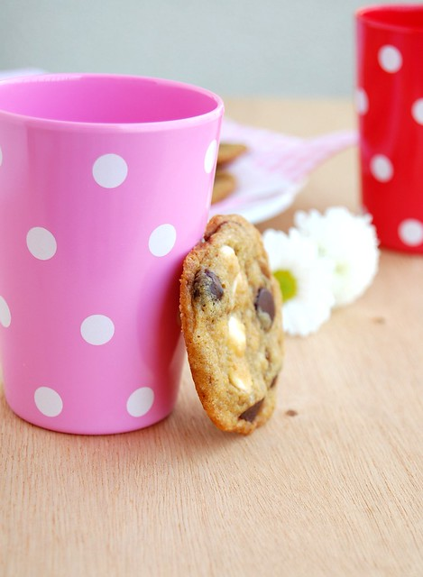 Double chocolate chip cookies / Cookies com gotas de chocolate amargo e branco