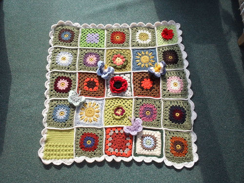 Thanks to everyone who has contributed Squares for this 'Sunshine Blanket'. 'please add note!'