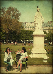 enjoying the sun (fotobananas) Tags: park street people sun paris statue pen candid tan saturday olympus lipstick cliche ruederivoli jardindestuileries ep1 hcs fotobananas