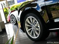 Audi A8 & Audi R8 5.2 V10 FSI Quattro Spyder (Delfino Mattos) Tags: brazil paran sedan ensaio spyder carro audi saloon v8 luxo v10 londrina roadster a8 r8 conversvel esportivo ciavena superesportivo worldcars