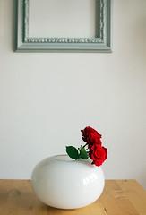 Red (Mundo Flo) Tags: flowers roses white ikea frames interiors jar deco