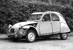2 CV duck with orange flippers (jankor) Tags: auto blue bw car weird duck citroen voiture 2cv sw unusual blau ente stripped bleue 2cv6