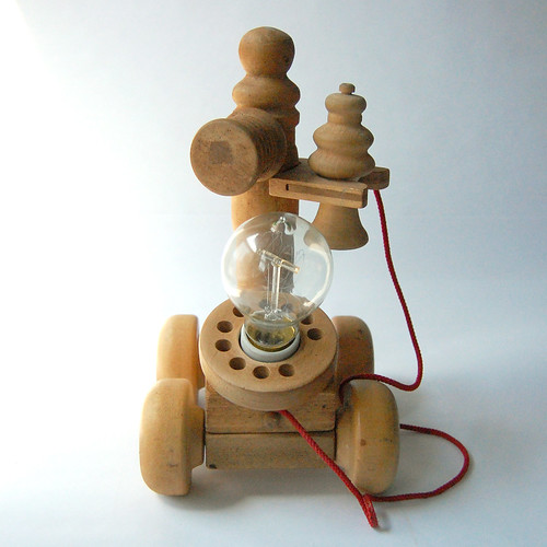 WOODEN-TOY-PHONE-LAMP-02