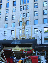NYC 2011 068 (catchesthelight) Tags: nyc hotel centralpark manhattan historic angelinajolie celebrities artdeco renovation deco judelaw 59thst jumeirahessexhouse nationaltrusthistorichotelsofamerica essexhouseneonsign