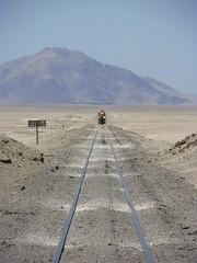 Distancias magnificadas (Sirio Jackson) Tags: chile railroad tren gm desierto mejillones ferrocarril emd fcab gr12