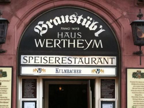 <span>francoforte</span>Aperto dal 1479, speriamo non abbiano finito la birra<br><br><p class='tag'>tag:<br/>francoforte | luoghi | </p>
