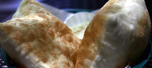 Sopapillas (JoelDeluxe) Tags: food newmexico santafe restaurant nm joeldeluxe sopapillas greenchile tomasitas
