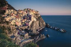 Cinque Terre (Photo-LB) Tags: lumiere ct cinqueterre extrieur falaise paysage landscape italie italia ligurie lumire couleur nikon d800 europe nikon24mm filtrelee manarola bateaux