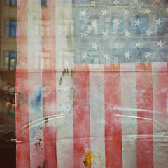 (hans.soderstrom) Tags: colour 120 6x6 film square stockholm flag shopwindow redwhiteandblue 160vc portra starsandstripes voigtlnder 116 starspangledbanner oldglory kungsholmen perkeo 80mm iso160 1162 voigtlnderperkeo