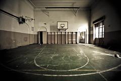 Play off (Funky64 (www.lucarossato.com)) Tags: old school abandoned sport basket decay scuola rete palaestra pallacanestro abbandono ginnastica lucarossato funky64