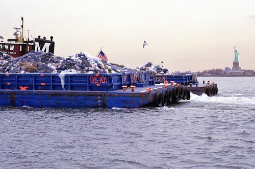 L0068416 Last barge of garbage to Fresh Kills