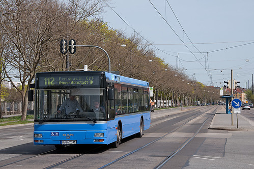 Der Zielanzeige sollte man nicht blind vertrauen. Dieser Bus fährt nicht in den Münchner Osten sondern wendet in Kürze