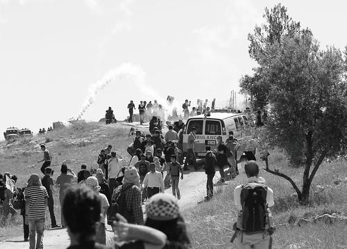 """אמצעי רדיקליזציה מובהק: לעמוד מול חיילי צה""""ל"""