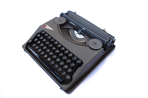 Ala portable typewriter (4)