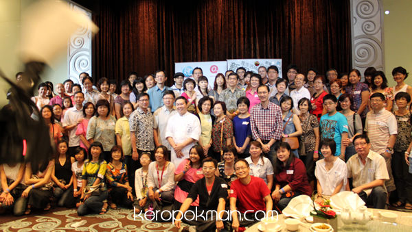 The foodies or gluttons at the Gourmet Food Trail with Ah Lun