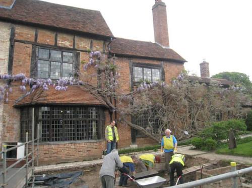莎翁孫女孫女婿住處及他過世的地方(Nash's House & New Place),在花園處進行的考古挖掘工作